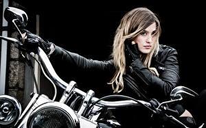 Обои Мотоциклист Куртка Блондинка Мотоциклы Девушки фото