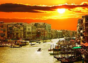 Фото Италия Дома Лодки Небо Рассветы и закаты Венеция Водный канал Солнце Города