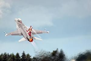 Обои Самолеты Истребители Взлет F-16C, Fighting Falcon Авиация фото