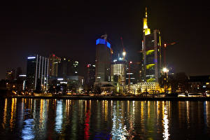 Фотография Германия Дома Небоскребы Речка Франкфурт-на-Майне Ночные город