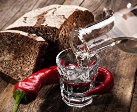 Картинка Напитки Водка Перец Хлеб Острый перец чили Стакан Еда