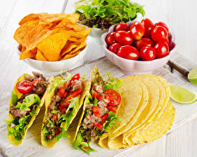 Картинка Помидоры Мясные продукты Быстрое питание Чипсы Еда