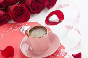 Обои Кофе Розы Блюдце Кружки Продукты питания