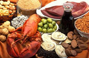 Фото Натюрморт Морепродукты Орехи Специи Омары Бутылка Еда