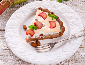 Картинка Выпечка Пирог Орехи Вилка столовая Тарелка Продукты питания