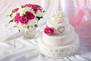 Картинки Сладкая еда Торты Розы Фрезия Букет Серце Еда Цветы