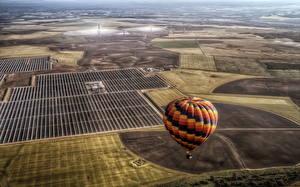 Картинка Поля Воздушный шар Летящий Сверху