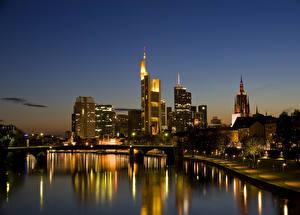 Картинки Германия Здания Реки Франкфурт-на-Майне Ночные