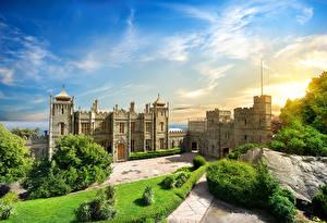 Обои Россия Небо Крым Дворец Кусты Газон Воронцовский дворец Алупка Города фото