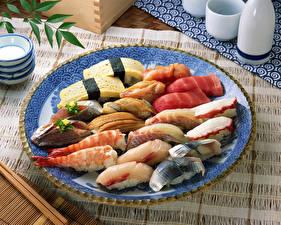 Картинки Морепродукты Рыба Суши Креветки Тарелка