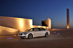 Картинки BMW Белый В ночи 2012 750d F01 машина