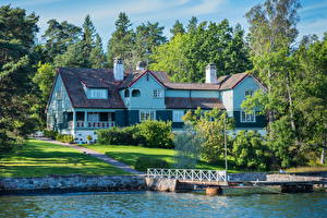 Картинка Швеция Дома Реки Стокгольм Дерева Газон