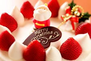 Фотографии Праздники Рождество Клубника Сладости Торты Дед Мороз Продукты питания