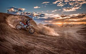 Обои Мотокросс Мотоциклист Мотоциклы фото