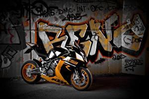 Обои Спортбайк Граффити KTM Мотоциклы 1190 RC8 R / Track Мотоциклы фото