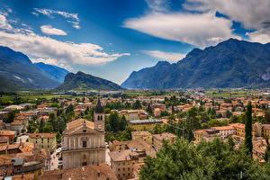 Обои Италия Дома Горы Небо Сверху Arco Города фото