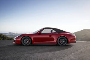 Обои для рабочего стола Porsche Бордовый Металлик Сбоку 2014 911 991 Carrera GTS cabriolet Автомобили