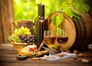 Фото Напитки Вино Сыры Виноград Бутылка Бокалы Еда