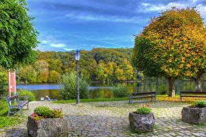Картинки Германия Парки Реки Скамейка Уличные фонари Деревья Ulmen Природа