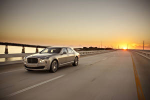 Фотография Bentley Рассветы и закаты Дороги Стайлинг Роскошные 2015 Mulsanne Speed Машины