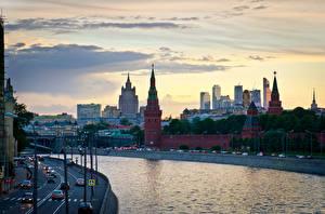 Фото Москва Россия Дома Речка Дороги Небо Города