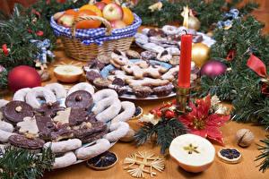 Обои Праздники Новый год Выпечка Печенье Свечи Ветки Еда фото
