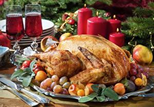 Обои Мясные продукты Курица запеченная Фрукты Свечи Рождество Вино Бокалы Пища