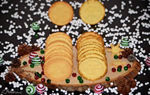 Обои Выпечка Печенье Праздники Новый год Шарики Шишки Еда фото
