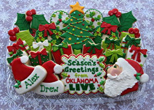 Обои Праздники Новый год Выпечка Печенье Елка Шапки Дед Мороз Еда фото