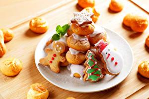 Обои Выпечка Печенье Пирожное Праздники Новый год Тарелка Еда фото