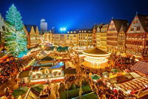 Обои Германия Здания Праздники Новый год Нюрнберг Новогодняя ёлка Ночью