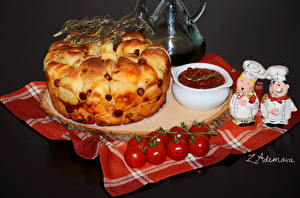 Картинки Выпечка Пирог Томаты Кетчуп Продукты питания