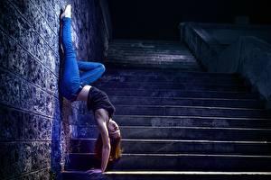 Обои Гимнастика Стена Лестница Девушки фото