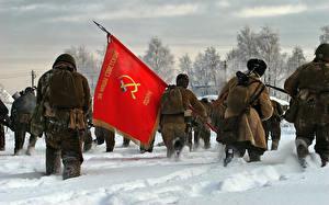 Картинка Война Солдаты Снег Флаг СССР Серп и молот Армия