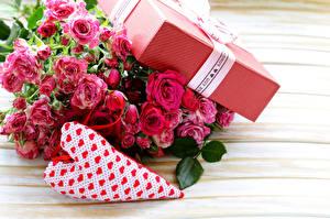 Обои Букеты Роза Праздники День всех влюблённых Подарки Сердца Цветы