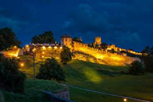 Фотографии Крепость Белград Сербия Ночь Уличные фонари Трава Деревья Города