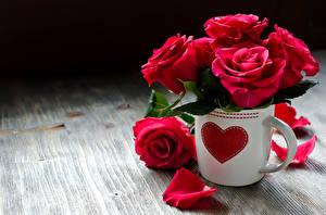 Фотографии Розы Бордовый Чашке Лепестки Серце цветок