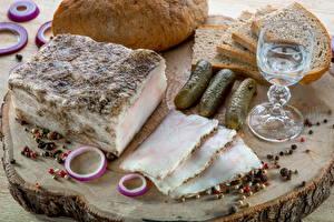Обои Мясные продукты Хлеб Огурцы Специи Сало Рюмка