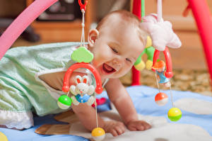 Картинка Игрушки Младенец Улыбается Смеется Дети