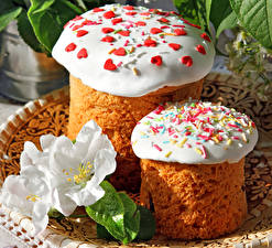 Фото Праздники Пасха Выпечка Тюльпан Кулич Сахарная глазурь Два Еда