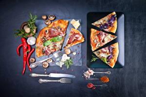 Картинки Быстрое питание Пицца Пряности Перец Грибы Ветчина Чеснок Нож Вилки Еда