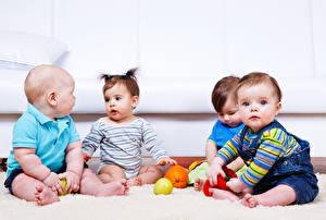 Картинки Фрукты Мальчишка Девочки Младенец Ребёнок