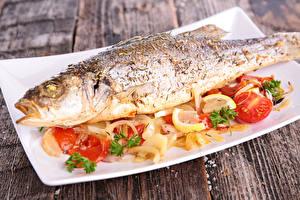 Обои Морепродукты Рыба Помидоры Лимоны Еда фото