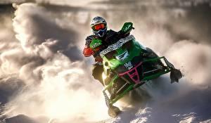 Фотографии Снегоходе Снеге Шлема