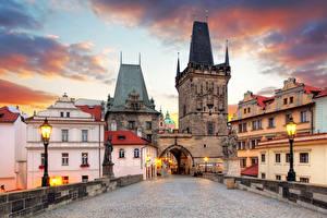 Фотографии Прага Чехия Здания Мост Карлов мост Уличные фонари Башни город