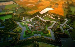 Картинка Голландия Пруд Здания Поля Сверху Bourtange город