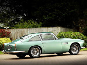 Картинка Астон мартин Старинные Желто зеленый Металлик 1958 DB4 машины