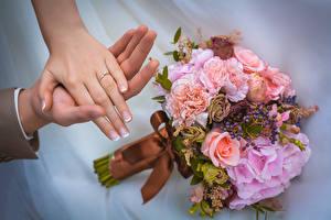 Фотография Букеты Свадьба Кольцо Руки Маникюр Цветы
