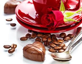 Фотография Розы Конфеты Кофе Праздники День святого Валентина Зерна Блюдца Ложка Цветы Еда