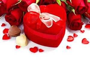 Картинки Праздники Роза Конфеты День всех влюблённых Подарков Бант Сердца Цветы